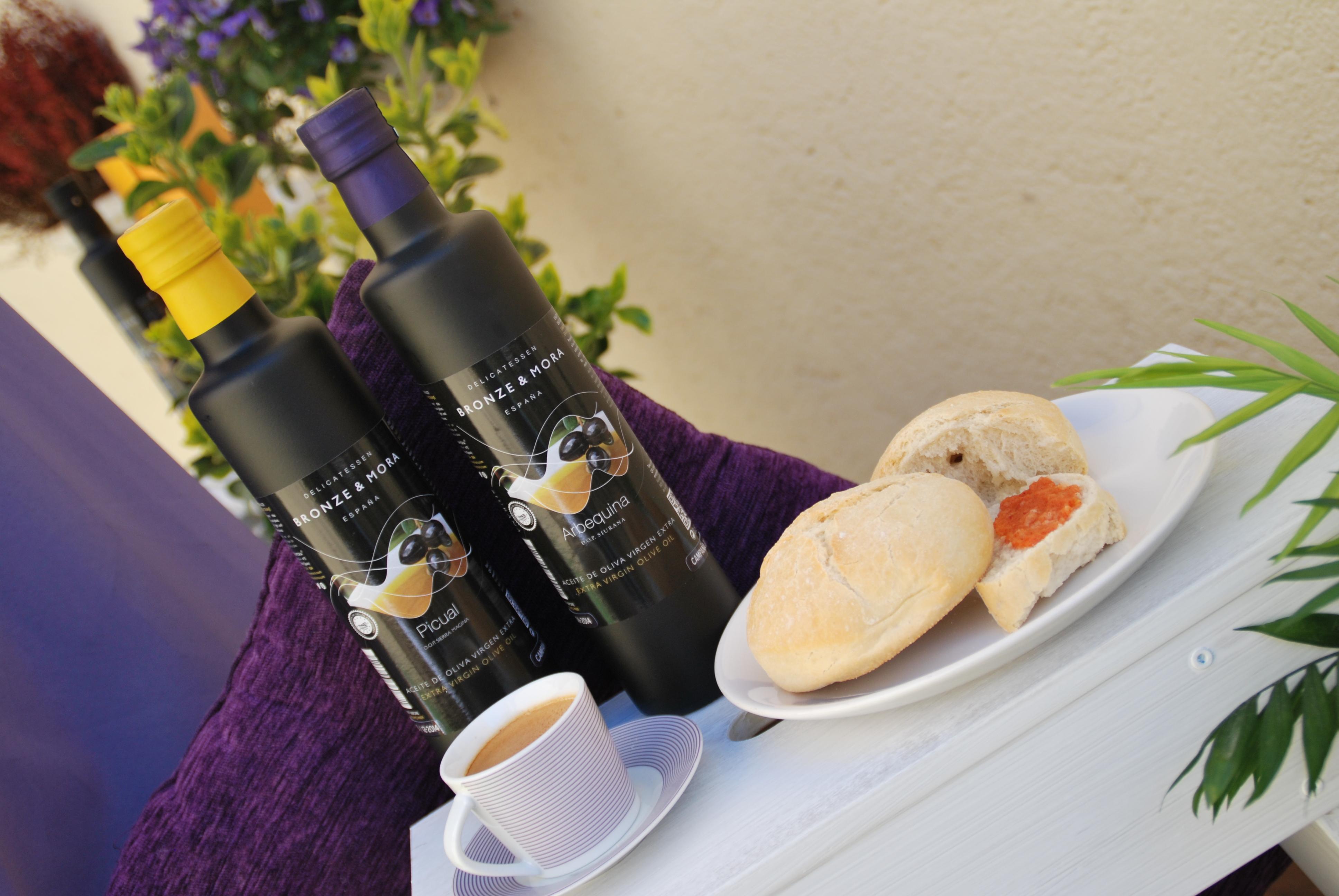 Desayuno-mediterraneo-con-aceite-de-oliva-aove-Bronze-&-Mora-estuches-de-maridaje-para-regalar
