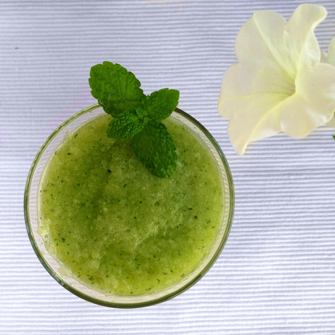 Desayuno-sano-zumos-detox-con-tostada-y-aove-Bronze-y-Mora-aceite-de-oliva-virgen-extra-ideal-para-regalar-regalos-de-empresa-dieta-sana-healthy-food-oliveoil