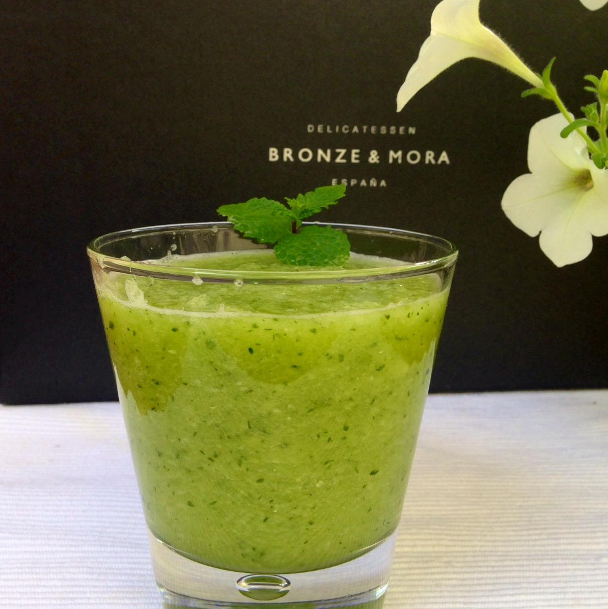 Desayunos-sanos-zumos-detox-con-tostada-y-aove-Bronze-&-Mora-aceite-de-oliva-virgen-extra-ideal-para-regalar---regalos-de-empresa-dieta-sana-healthyfood-oliveoil