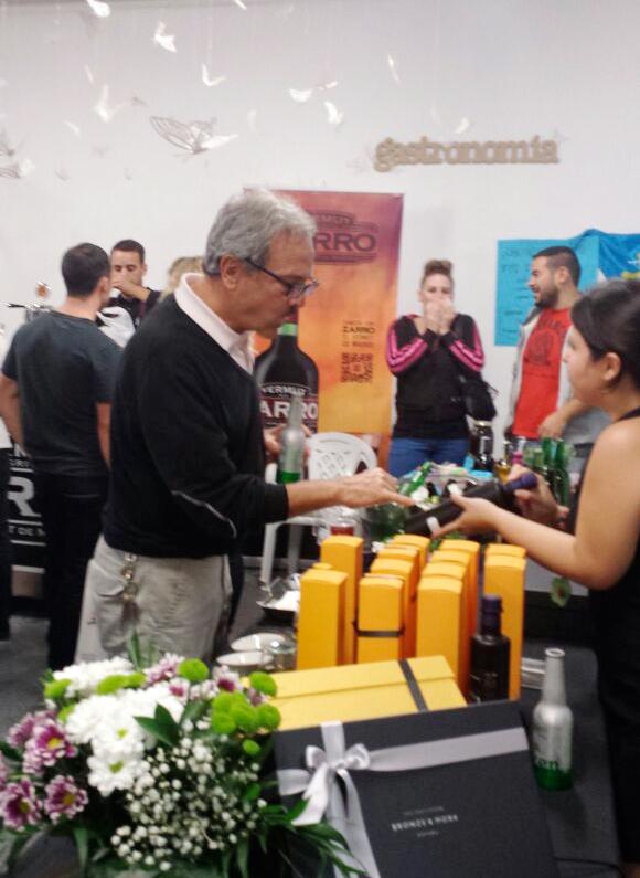 aceites-de-oliva-virgen-extra-Bronze-&-Mora-en-Malasaña-Market---nuevo-mercado-Barceló-para-regalar-a-proveedores-clientes-o-colaboradores-ideal-para-regalar-foodies