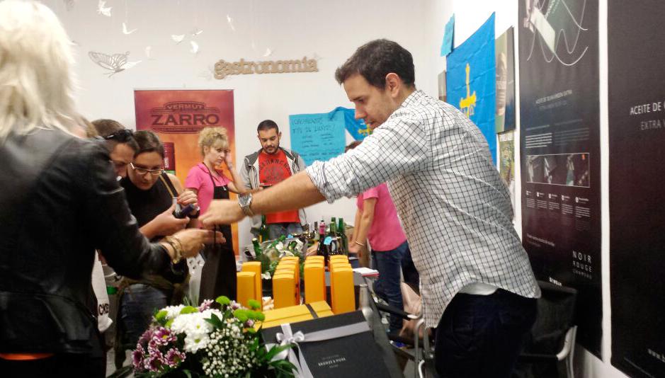 AOVES-Bronze-&-Mora-en-Malasaña-Market---nuevo-mercado-Barceló-aceitede-de-oliva-virgen-extra-para-regalar-a-proveedores-clientes-o-colaboradores-delicatessen-bronzeymora-foodies