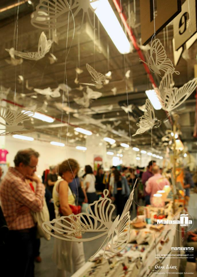mariposas-revoloteando-en-malasaña-market-aoves-bronze-&-mora-ideal-para-regalar-en-navidad-aceitedeolivavirgenextra-como-regalo-de-empresa