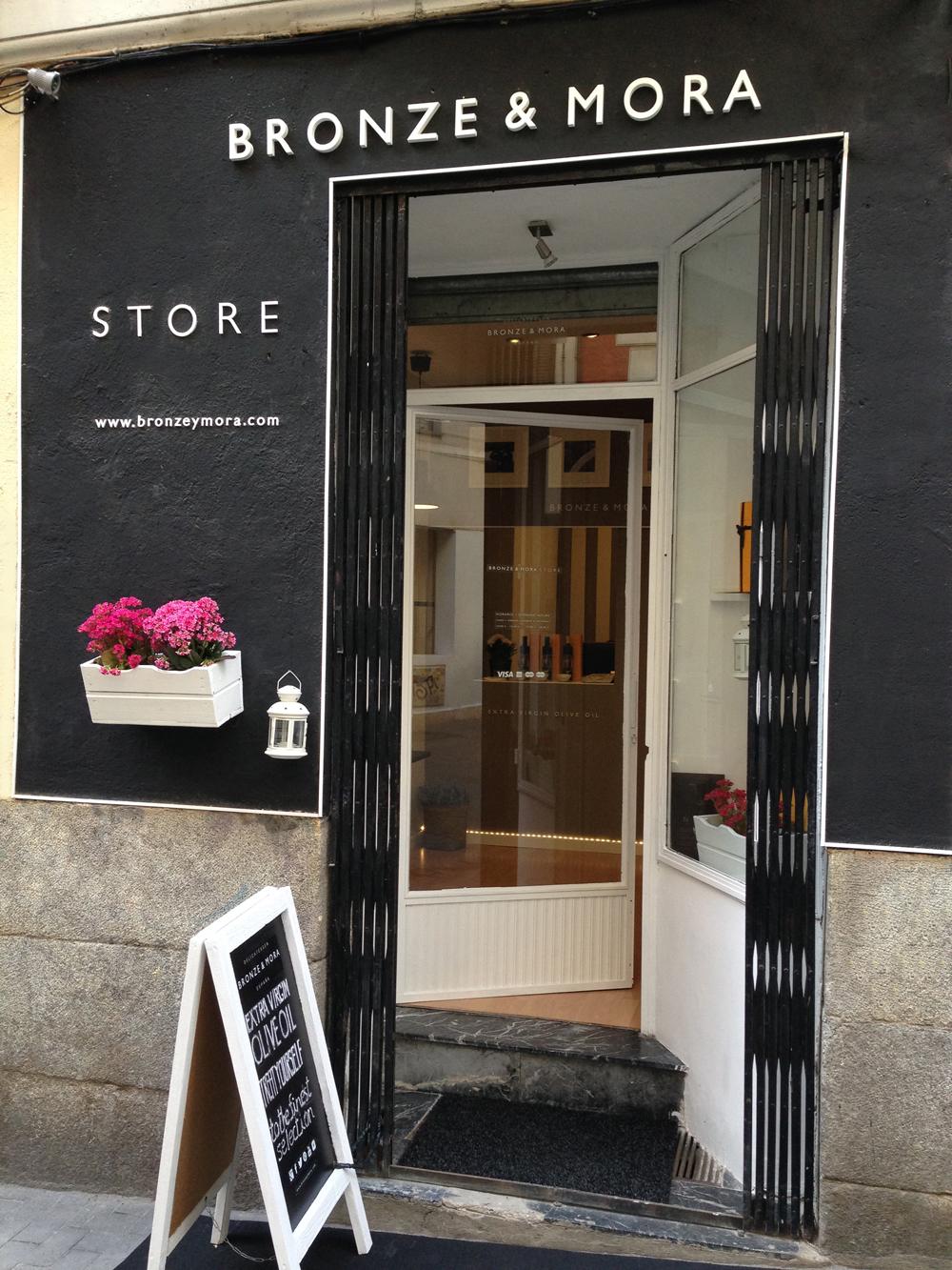 Fachada-Bronze-&-Mora-aovestore-ideal-para-regalar-tienda-del-mejor-aceite-de-oliva-virgen-extra-gastrobox-estuches-de-maridaje-para-regalar