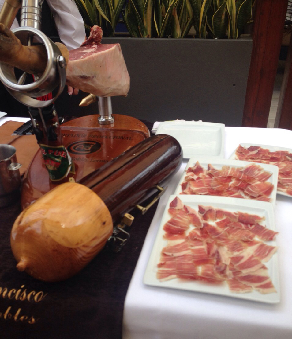 Restaurante-la-vestida-Jaen-Bronze-y-Mora-ponencia-como-caso-de-exito-aove-aceite-de-oliva-virgen-extra-para-regalar-redescoop
