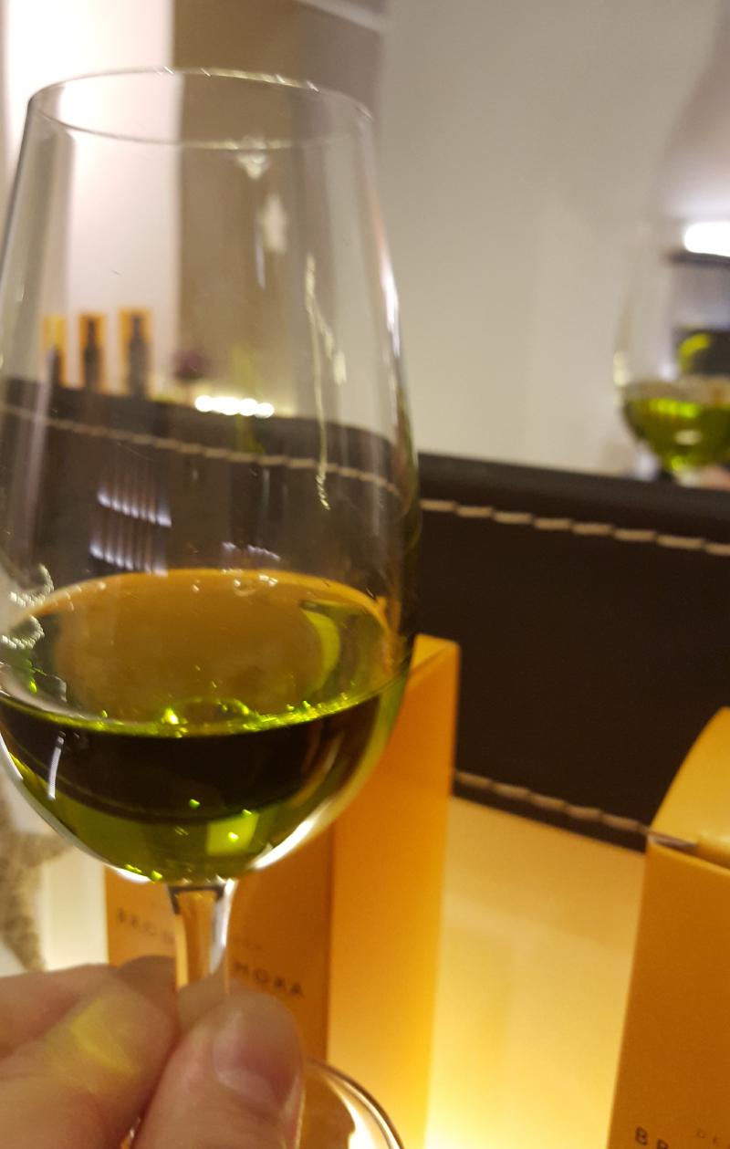 Nueva-campana-Bronze-y-Mora---aceite-de-oliva-virgen-extra-de-maxima-calidad--aove--para-regalar---exclusivos-estuches-de-maridaje--salud-en-madrid--calle-libreros-5