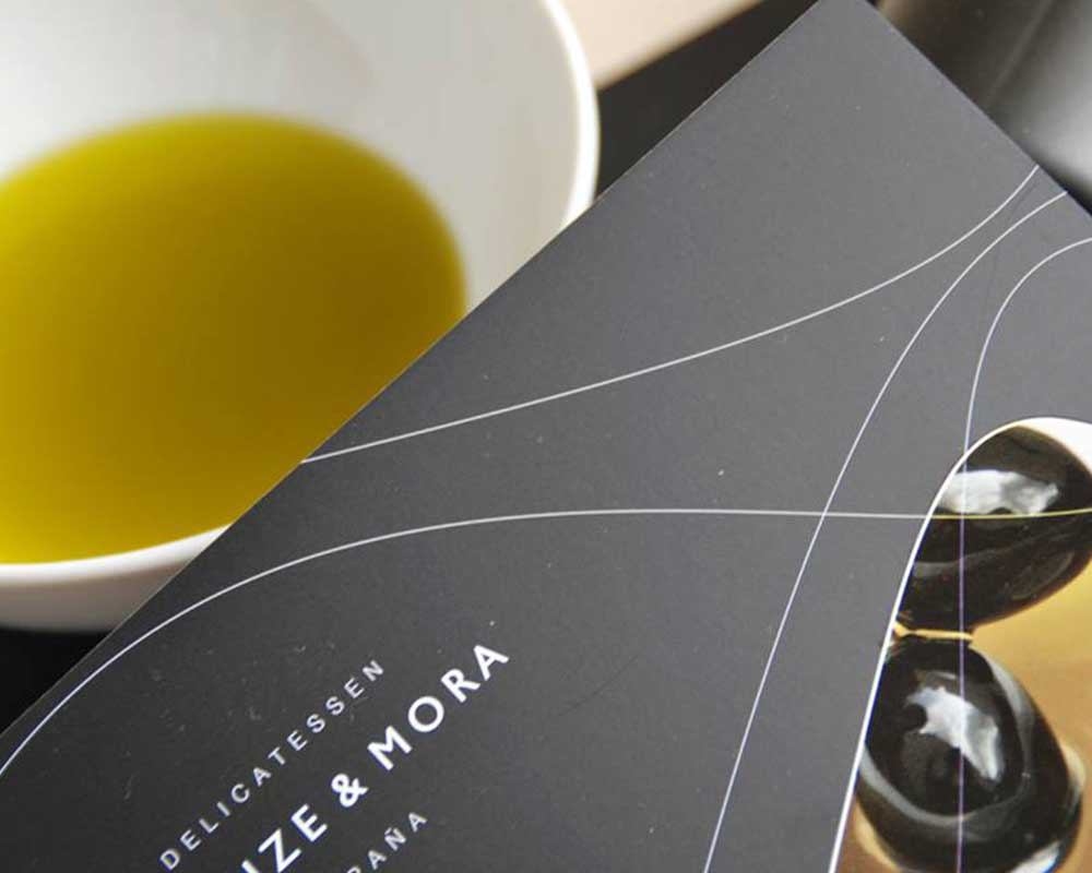 Estuche de maridaje cesta regalo gourmet aceite de oliva bronze y mora