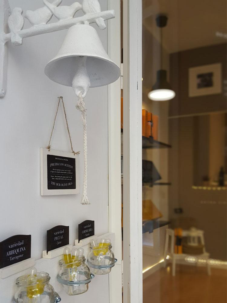 Nuestra tienda: Bronze y Mora es una selección de os mejores aceites de oliva, ideales paratu regalo gourmet