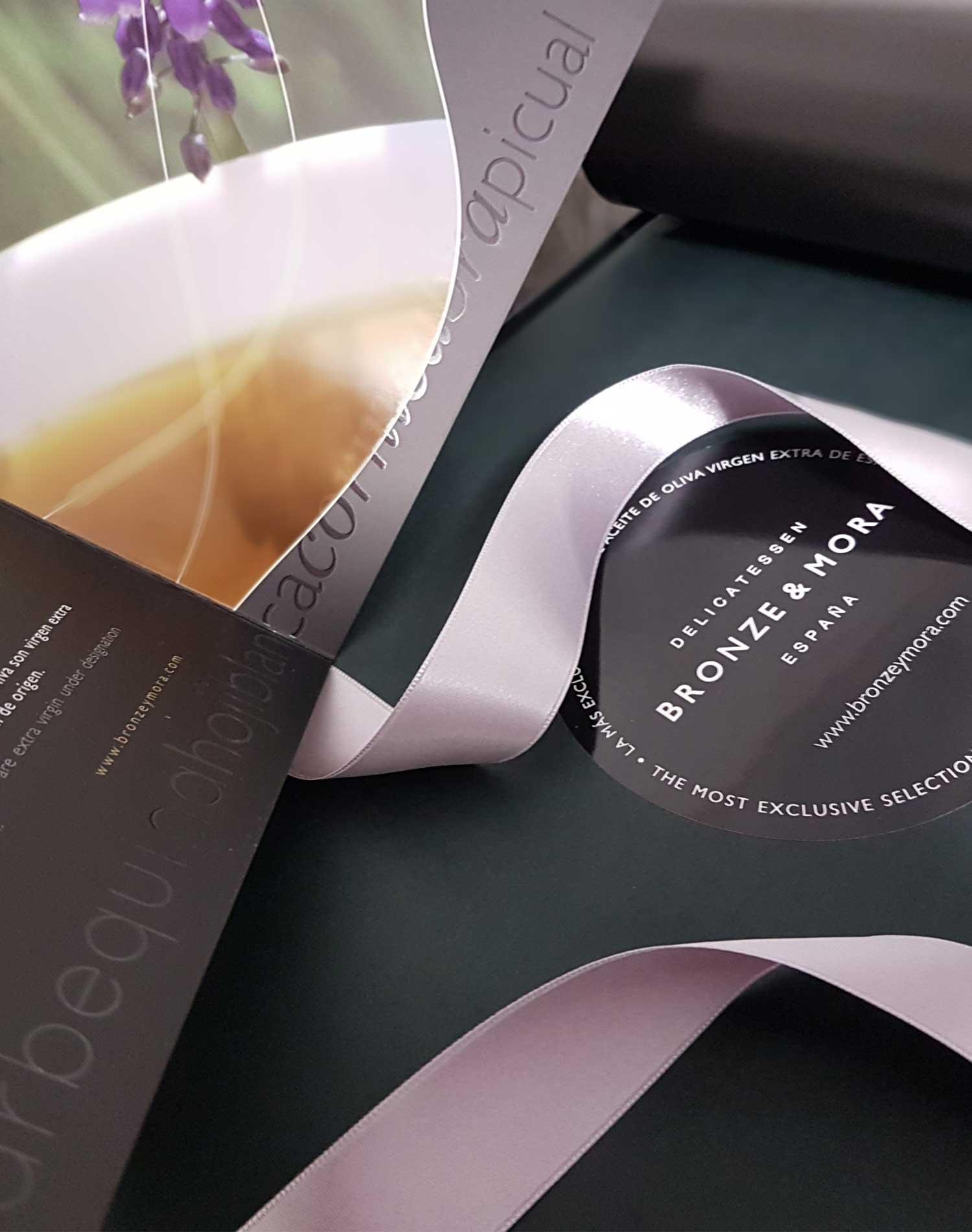 Cesta regalo aceite de oliva virgen extra Noir Bronze & Mora