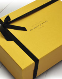Estuche regalo Bronze y Mora aceite de oliva virgen extra ideal como regalo gourmet, regalo personalizable, cesta de Navidad y regalo de empresa aceite para regalar con oleoteca en madrid