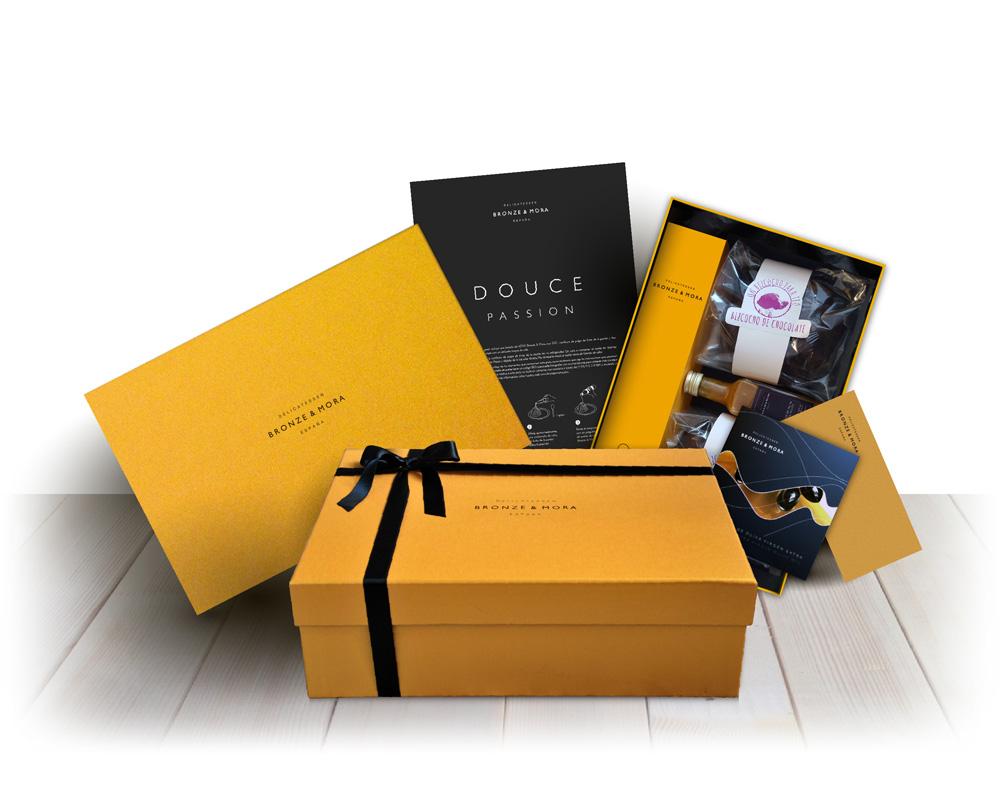 Estuche regalo Douce Passion Bronze y Mora aceite de oliva virgen extra ideal como regalo gourmet, regalo personalizable, cesta de Navidad, regalo de empresa y aceite para regalar con oleoteca en Madrid