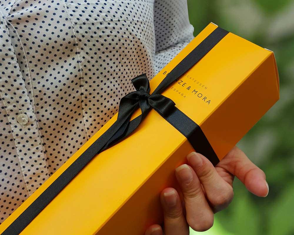 regalo-gourmet-botellas-mensaje-dedicatoria-bronze-y-mora-calle-libreros-5-madrid-regalo-empresa-regalo-naviad-regalo-cumpleanos-aceite-para-regalar
