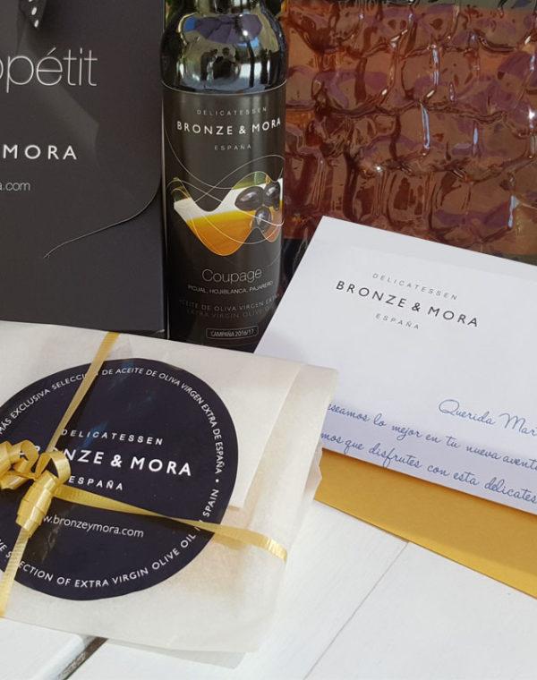 carta-estuche-bon-appetit-bronze-ymora-regalo-gourmet-aceite-para-regalar-lomo-de-montanera-queso