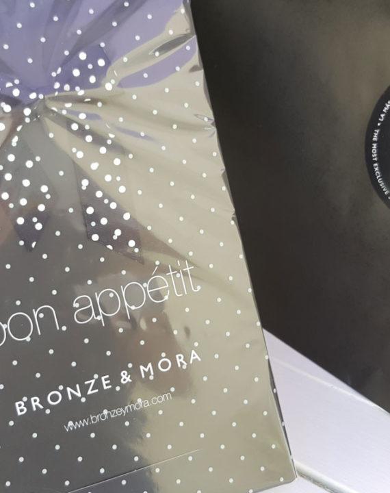 estuche-bon-appetit-bronze-y-mora-lomo-queso-y-aceite-regalo-gourmet