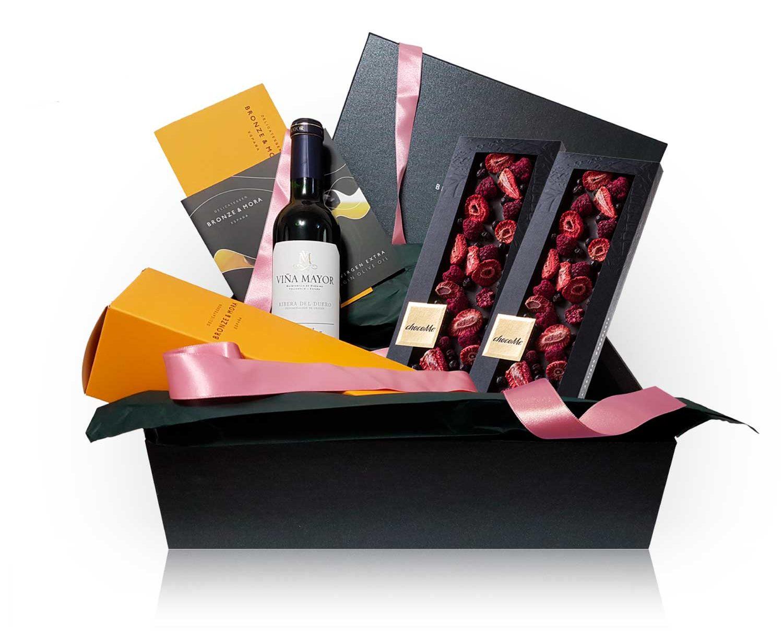 Cesta regalo gourmet chocolate aceite de oliva vino vin chocolat bronze y mora