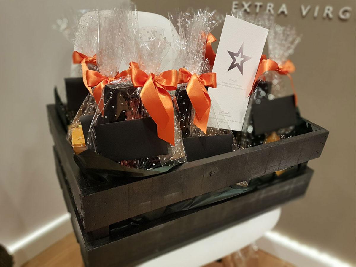 Regalos gourmet para empresas novedades gourmet cesta regalo a medida Bronze & Mora