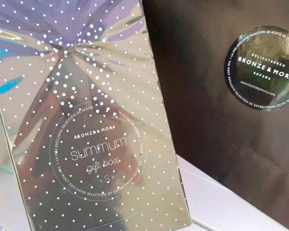 Estuche regalo Summum S Bronze y Mora aceite de oliva virgen extra con los mejores productos ibéricos ideal como regalo gourmet, regalo personalizable, cesta de Navidad, regalo de empresa y aceite para regalar con oleoteca en Madrid