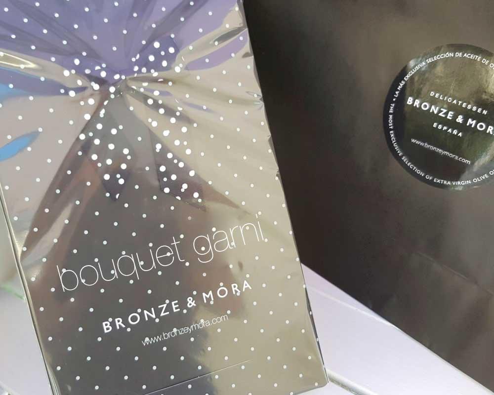 Estuche regalo Bouquet Garni Bronze y Mora aceite de oliva virgen extra y aceitera ideal como regalo gourmet y aceite para regalar con oleoteca en Madrid