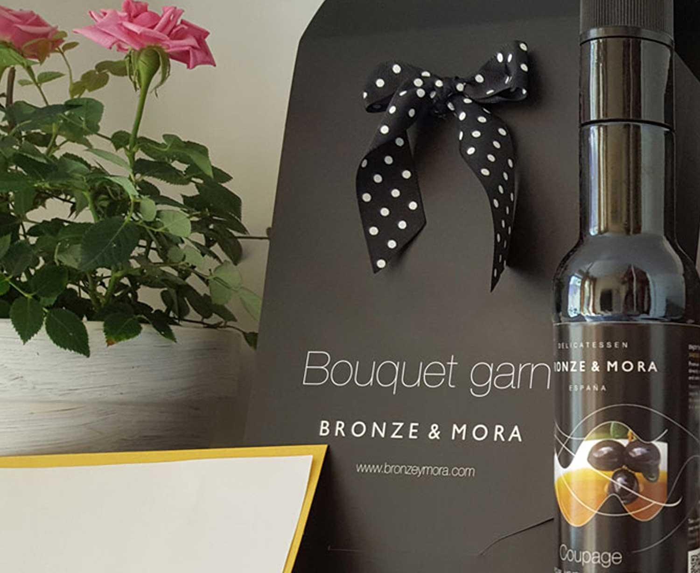Estuche regalo Bouquet Garni Bronze y Mora aceite de oliva virgen extra y aceitera ideal como regalo gourmet, regalo personalizable, cesta de Navidad, regalo de empresa y aceite para regalar con oleoteca en Madrid